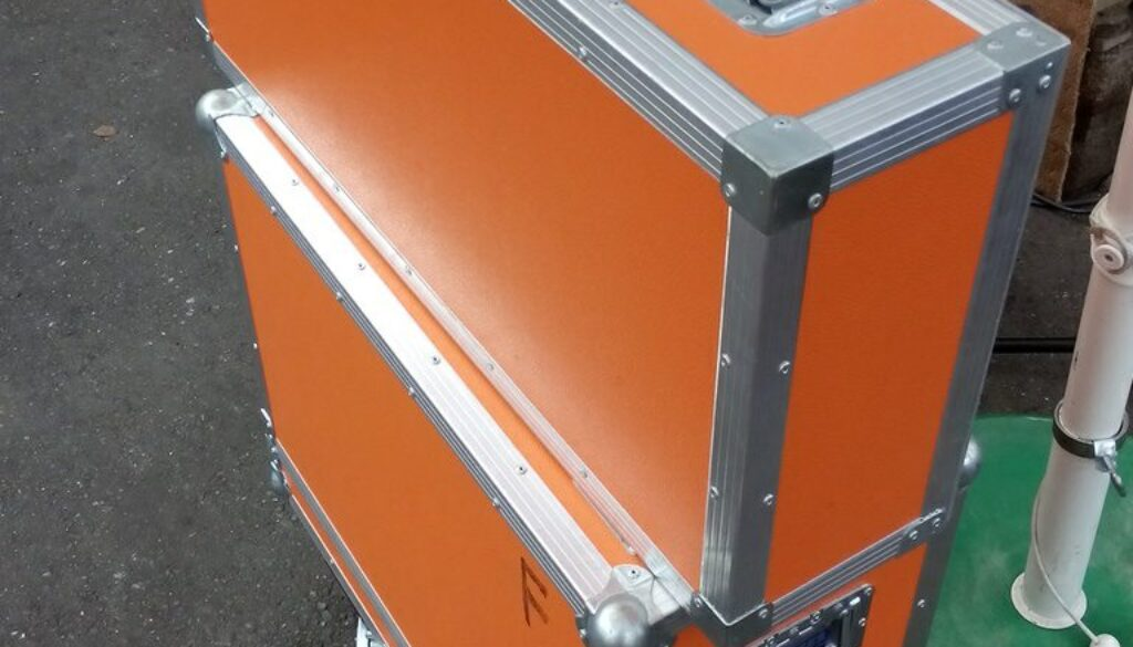 Boxen in Orange